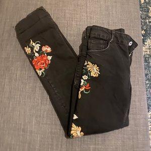 Zara sz 4 black skinny jeans w/flower embroidery